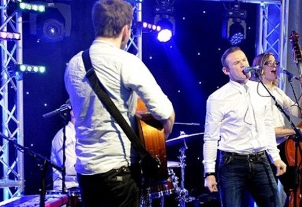 Wayne Rooney took to the stage to sing with the band at Manchester United's last Christmas party