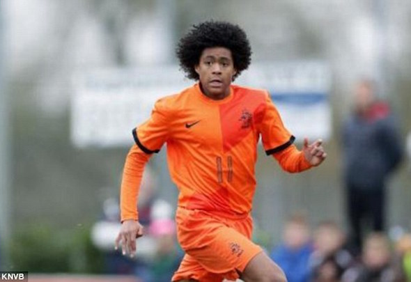 Manchester United are trying to entice Tahith Chong from Feyenoord