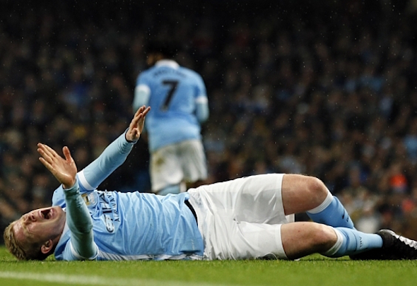 Kevin de Bruyne is facing a spell on the sidelines with a knee injury