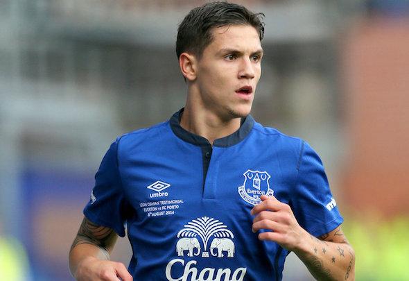 Bosnian midfielder Muhamed Besic has signed a new Everton deal