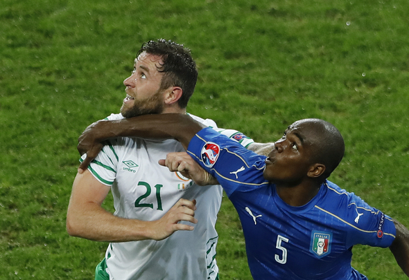 Football Soccer - Italy v Republic of Ireland - EURO 2016 - Group E - Stade Pierre-Mauroy, Lille, France - 22/6/16 Italy's Angelo Ogbonna in action with Republic of Ireland's Daryl Murphy REUTERS/Benoit Tessier Livepic