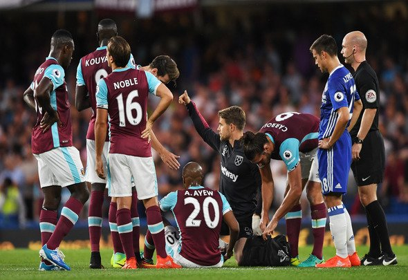 "Britain Football Soccer - Chelsea v West Ham United - Premier League - Stamford Bridge - 15/8/16 West Ham United's Andre Ayew receives medical attention before going off injured Action Images via Reuters / Tony O'Brien Livepic EDITORIAL USE ONLY. No use with unauthorized audio, video, data, fixture lists, club/league logos or ""live"" services. Online in-match use limited to 45 images, no video emulation. No use in betting, games or single club/league/player publications. Please contact your account representative for further details."