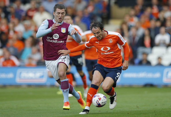 Britain Football Soccer - Luton Town v Aston Villa - EFL Cup First Round - Kenilworth Road - 10/8/16 Luton Town's Danny Hylton and Aston Villa's Gary Gardner in action Mandatory Credit: Action Images / Andrew Couldridge Livepic