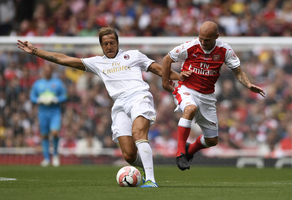 Britain Football Soccer - Arsenal Legends v AC Milan Legends - Emirates Stadium - 3/9/16 Arsenal Legends' Fredrik Ljungberg in action with AC Milan Legends' Massimo Ambrosini Action Images via Reuters / Tony O'Brien Livepic EDITORIAL USE ONLY.