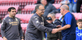 Leeds United manager Marcelo Bielsa shakes hands