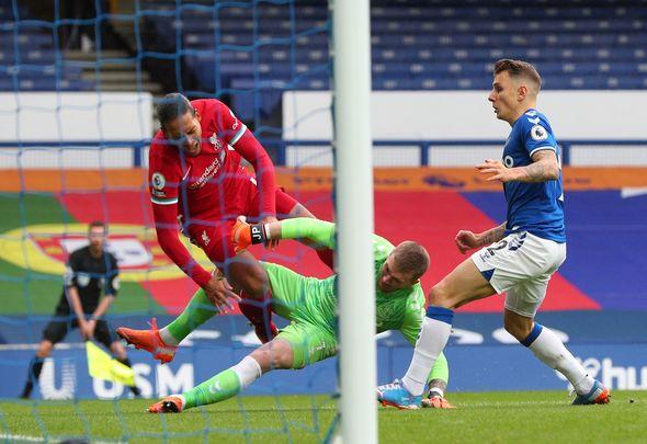 Wijnaldum blasts Pickford for 'completely stupid' Van Dijk tackle